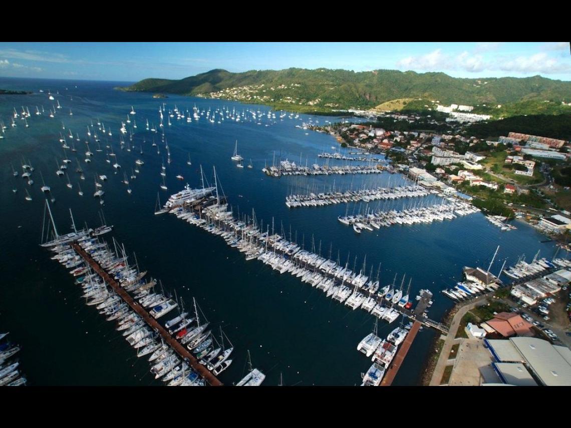 Nos bateaux sont entre les pontons 4 et 5 au Marin, Martinique