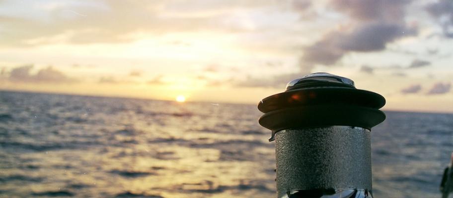 Coucher de soleil à bord de notre catamaran
