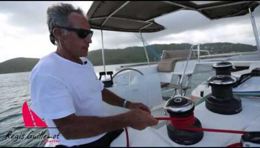 Manoeuvre de prise de ris standard sur catamaran Regis Guillemot Charter