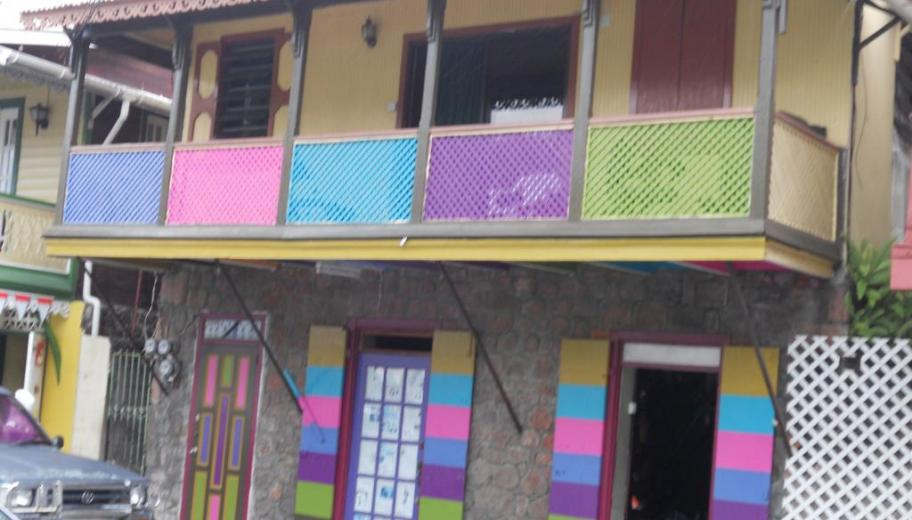maison colorée à Roseau, La Dominique