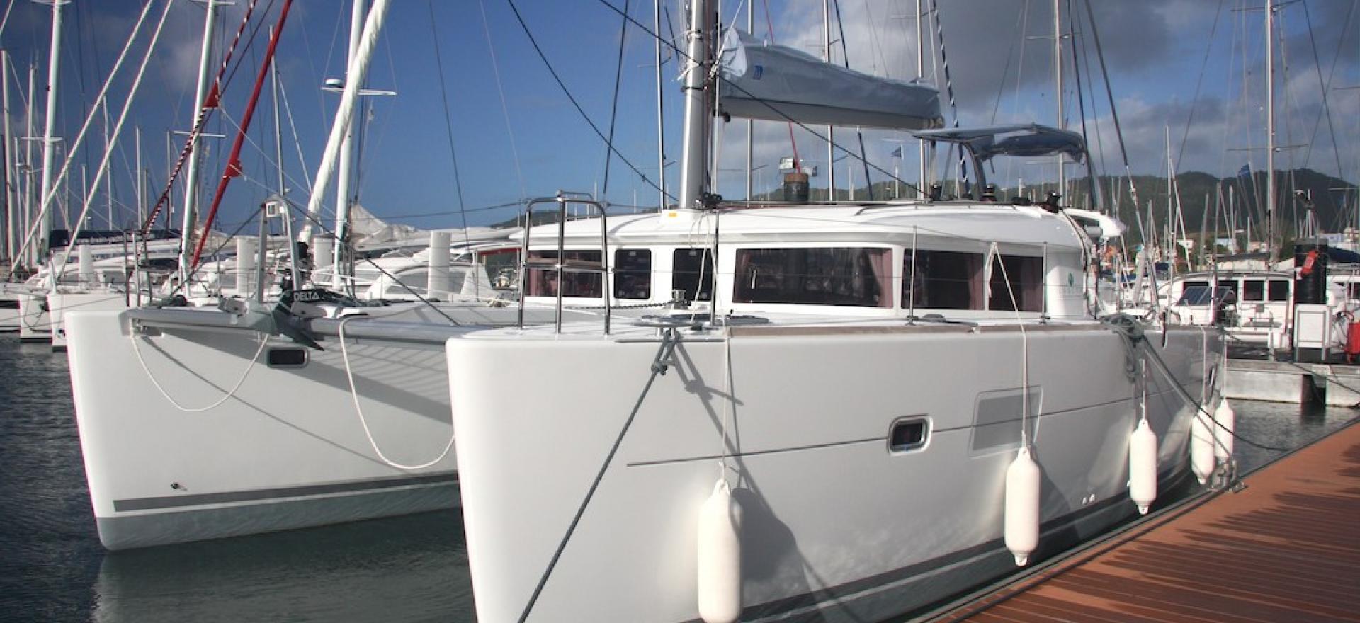 Lagoon 400 au ponton en Martinique